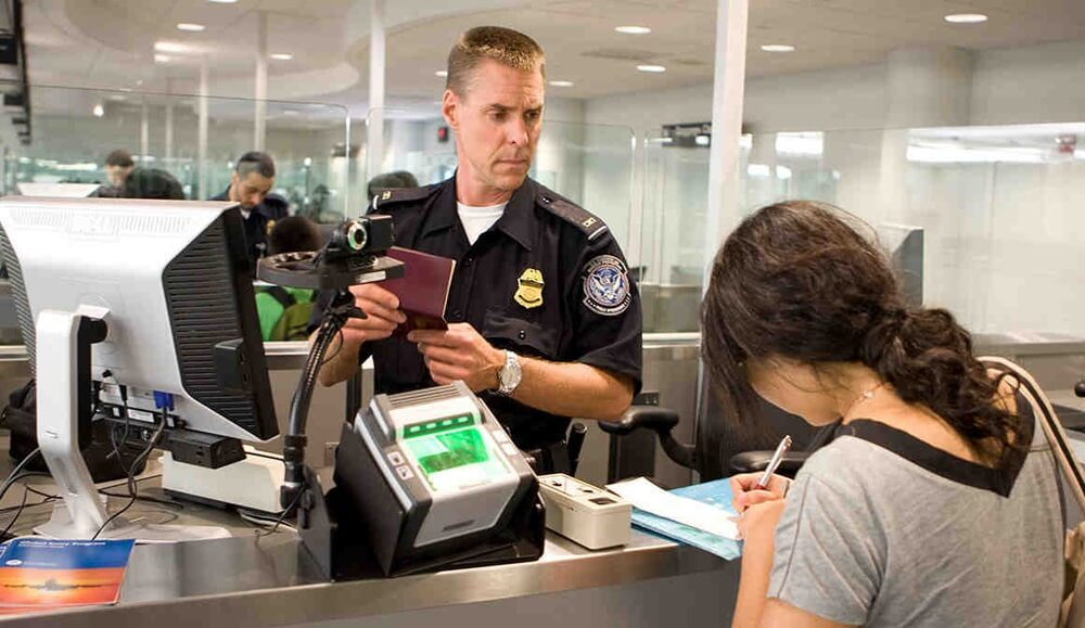u.s. border official